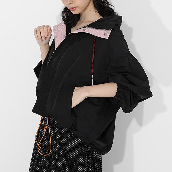 竈門禰豆子モデルのアウターの着用イメージ。