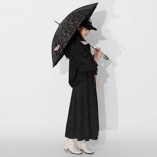 竈門禰豆子モデルのアウターと傘の使用イメージ。