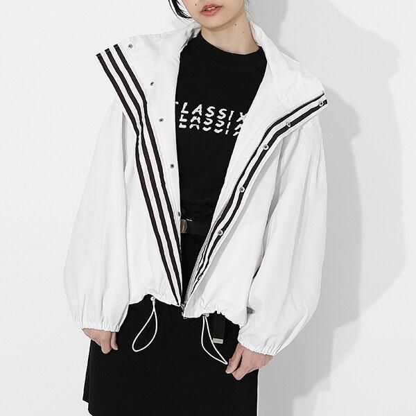 伊黒小芭内モデルのアウターの着用イメージ。