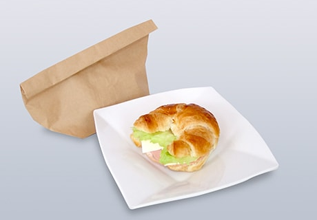 東映太秦映画村で提供される「三玖の思いがこもったクロワッサンサンドイッチ」。