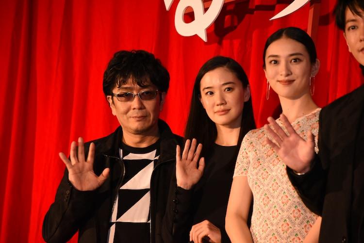映画「るろうに剣心 最終章 The Final」初日舞台挨拶の様子。