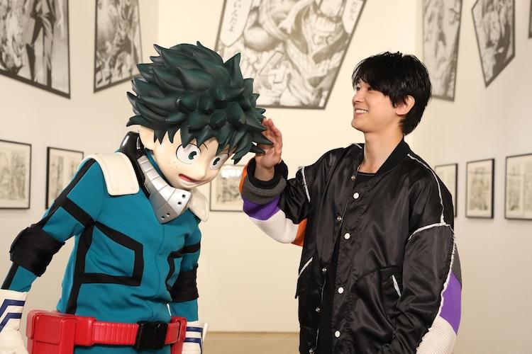 左からデク、吉沢亮。※4月24日(土)、「僕のヒーローアカデミア展 DRAWING SMASH」にて撮影されたもの。