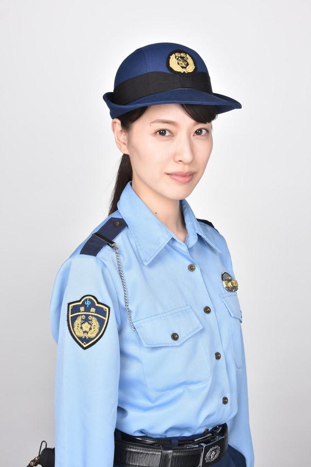 藤聖子役の戸田恵梨香。