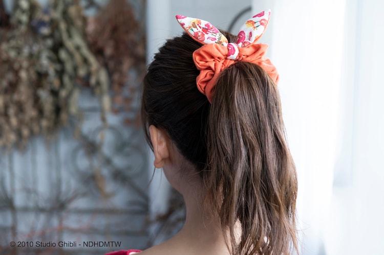 「Donguri Closet 限定 借りぐらしのアリエッティ Ghibli Heroine' s Chouchou 花咲く庭で」の着用イメージ。