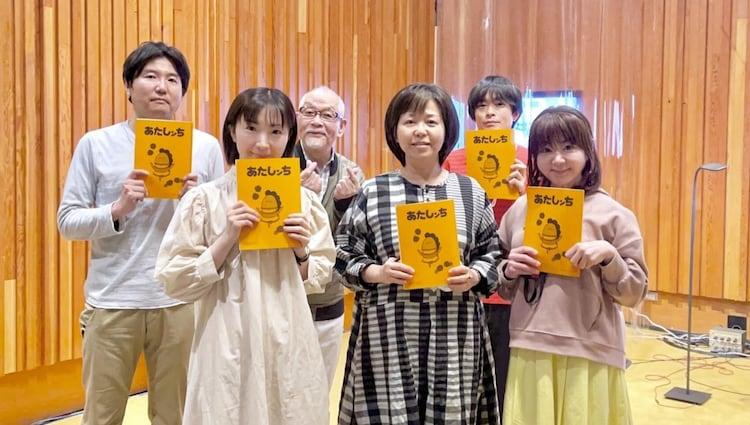 左から月見里智弘監督、折笠富美子、緒方賢一、けらえいこ、阪口大助、渡辺久美子。