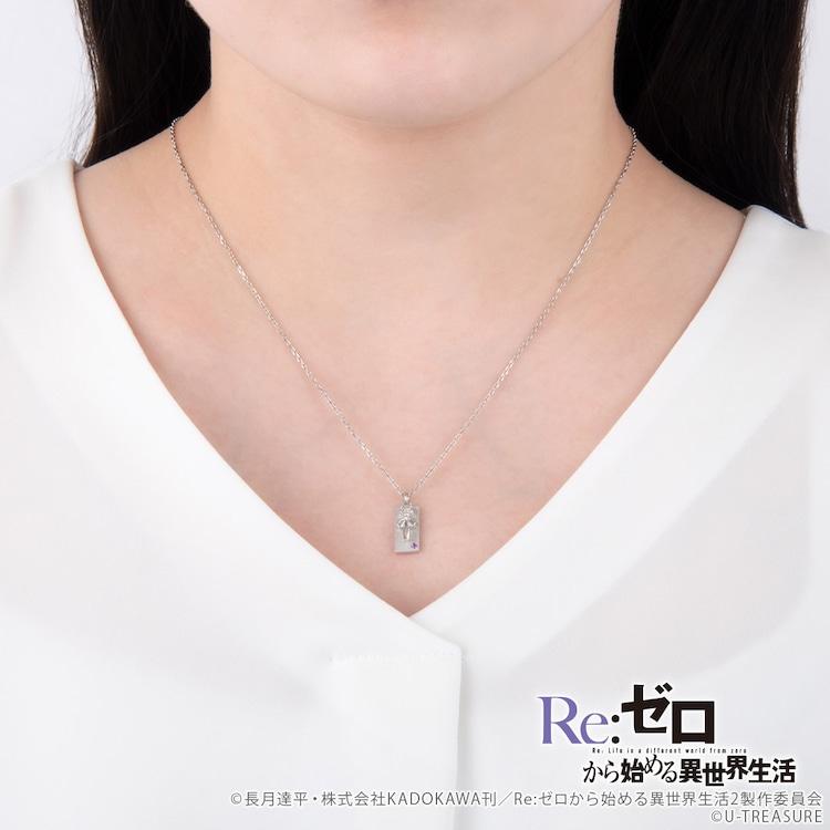 「Re:ゼロから始める異世界生活 エミリアモチーフ プレートネックレス」着用イメージ