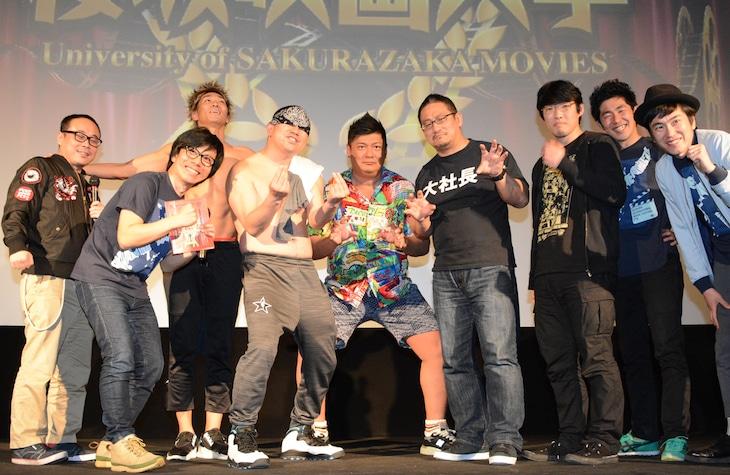 「劇場版プロレスキャノンボール2014」上映イベントの様子。左からバッファロー吾郎、レイザーラモン、マッスル坂井、高木三四郎、松江哲明、しずる。