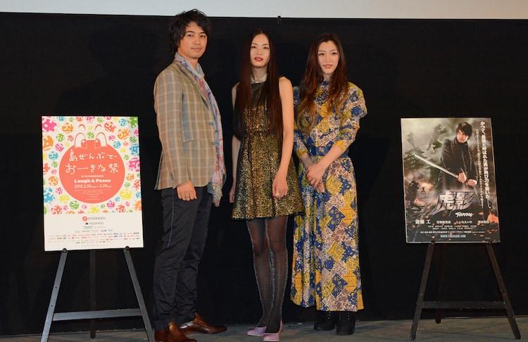 「虎影」ワールドプレミア上映の様子。左から、斎藤工、しいなえいひ、三田真央。