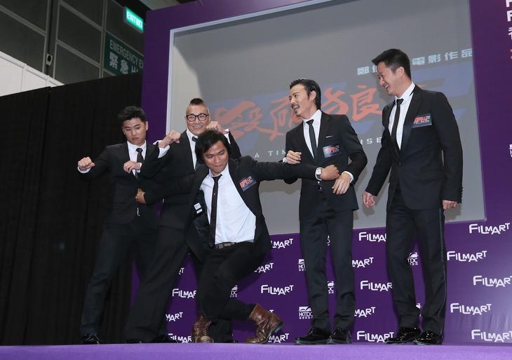 「SPL2 殺破狼II(原題)」の会見でおどけるトニー・ジャー(中央)。(写真提供:香港FILMART)