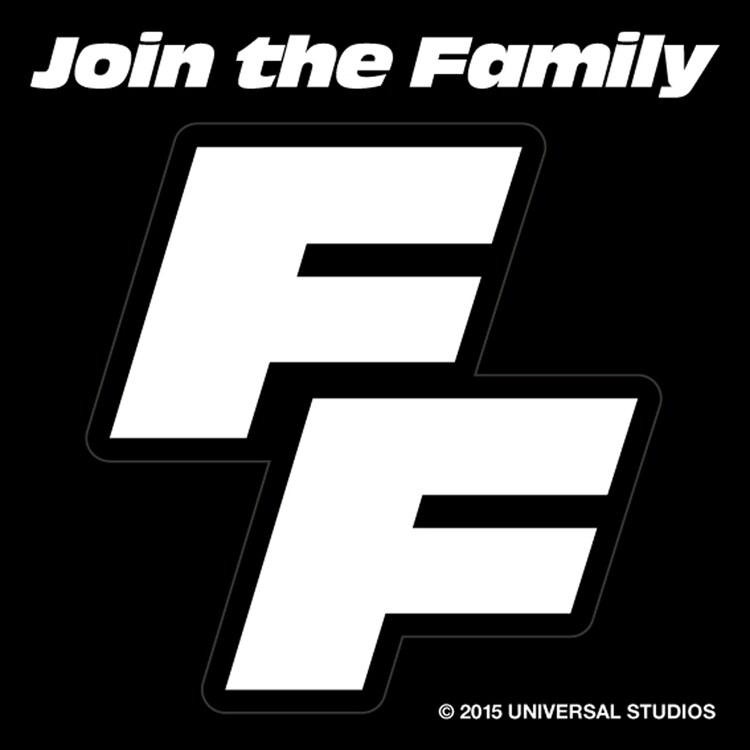 入場者特典「ファミリーの証ステッカー」の通常仕様。(c)2014 Universal Pictures