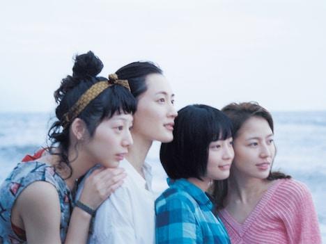 「海街diary」のメインビジュアル。(c) 2015 吉田秋生・小学館/フジテレビジョン 小学館 東宝 ギャガ