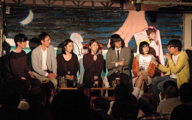 「あの娘、早くババアになればいいのに」DVD発売記念イベントの様子。左から脚本の寺嶋夏生、尾本貴史、中村朝佳、倉本さおり、アーバンギャルド松永天馬、水野しず、頃安祐良監督。