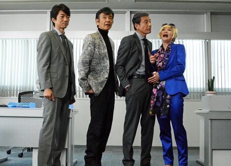左から仲村トオル、柴田恭兵、舘ひろし、爆笑する浅野温子。