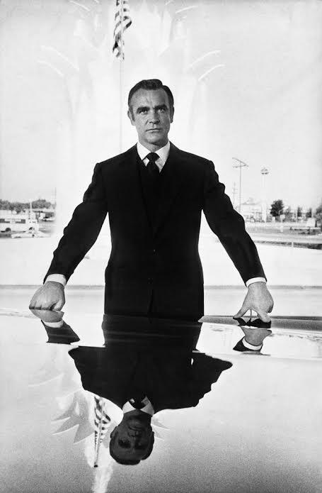 """ショーン・コネリー """"Sean Connery poses in Las Vegas during shooting of Diamonds Are Forever, 1971"""" (c)Terry O'Neill"""