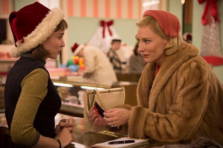 ルーニー・マーラ(左)が女優賞を獲得した「CAROL(原題)」のワンシーン。(c) NUMBER 9 FILMS (CAROL) LIMITED / CHANNEL FOUR TELEVISION CORPORATION 2014  ALL RIGHTS RESERVED