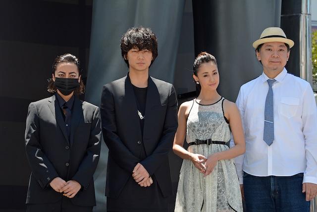 左からざわちん、綾野剛、沢尻エリカ、鈴木おさむ。