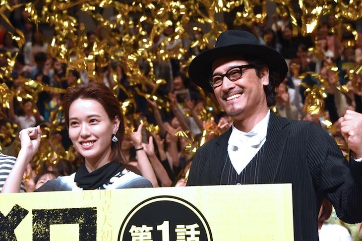 左から戸田恵梨香、橋本さとし。