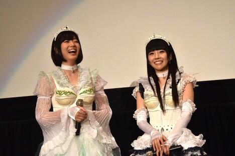 左から夢眠ねむ、相沢梨紗。