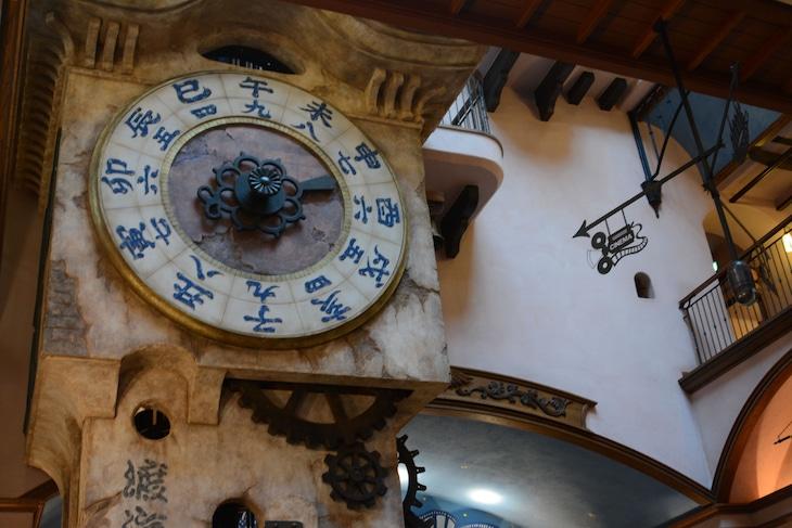 「幽霊塔へようこそ展 ─通俗文化の王道─」より時計塔。(c)Nibariki (c)Museo d'Arte Ghibli