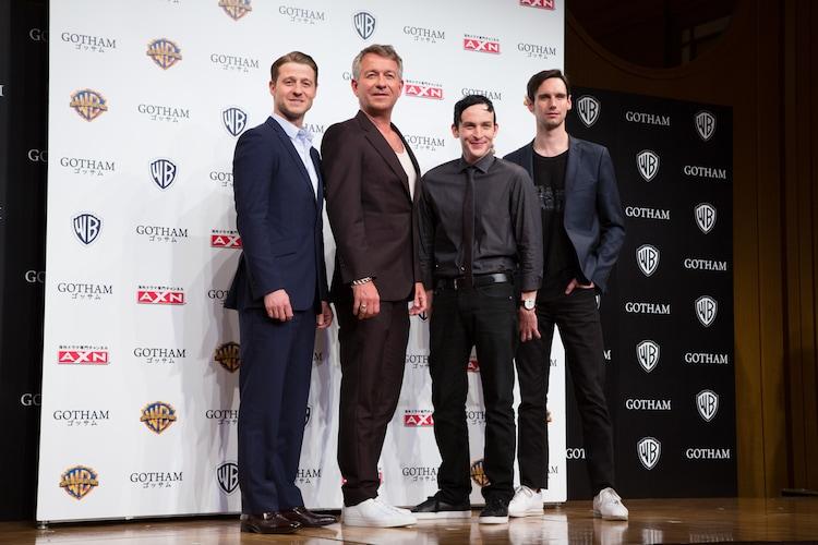 左からベン・マッケンジー、ショーン・パートウィー、ロビン・ロード・テイラー、コリー・マイケル・スミス。