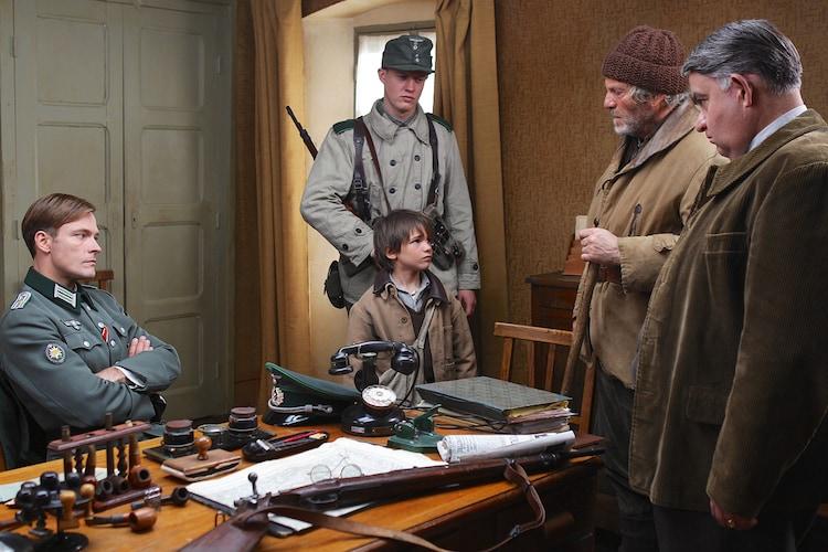 「ベル&セバスチャン」 (c)2013 RADAR FILMS EPITHETE FILMS GAUMONT M6 FILMS ROHNE-ALPES CINEMA