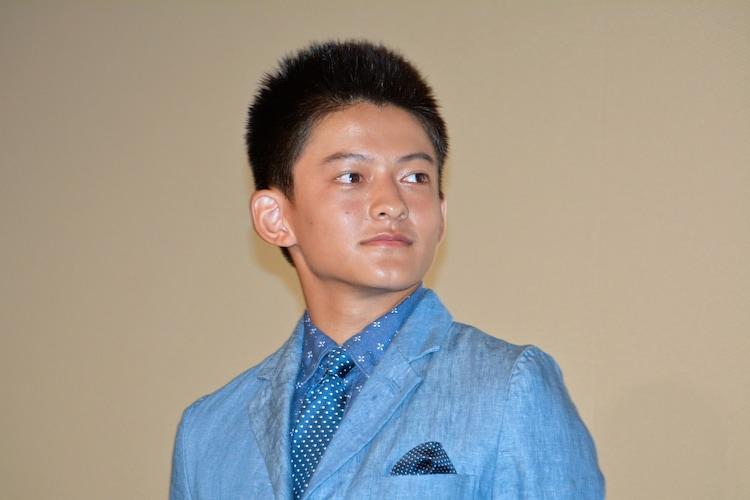 初の舞台挨拶登壇で、緊張していた様子の福山康平。