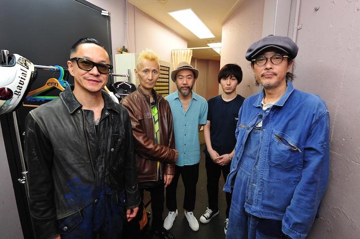 左から中村達也、石川忠、塚本晋也、森優作、リリー・フランキー。(c)渡邉俊夫