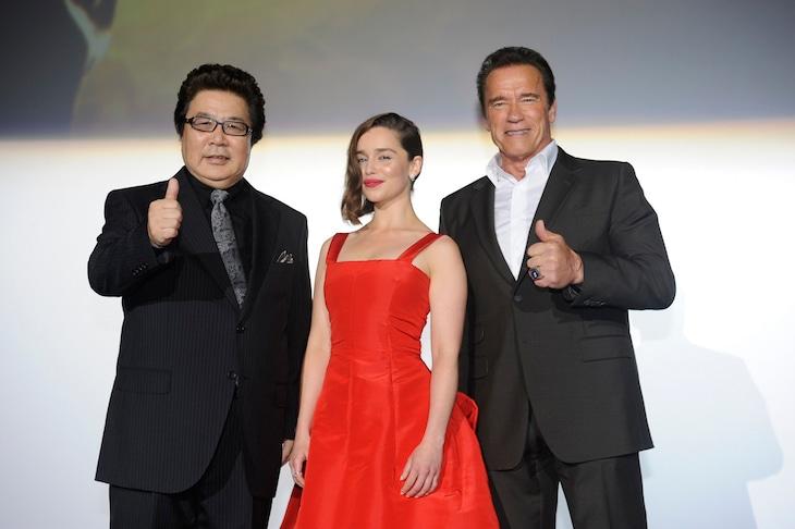 左から玄田哲章、エミリア・クラーク、アーノルド・シュワルツェネッガー。(c)2015 Paramount Pictures. All Rights Reserved.