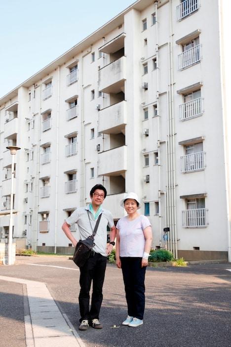 左から「団地」監督の阪本順治、主演の藤山直美。(c)2015「団地」製作委員会