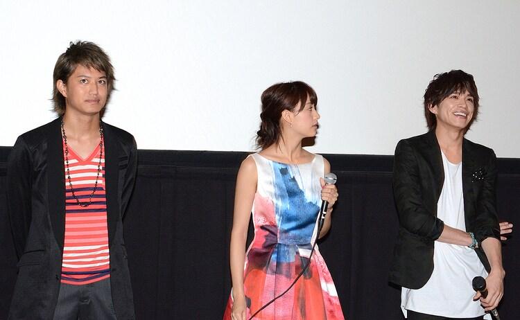「東京PRウーマン」の一般完成披露試写会の様子。左から、井上正大、山本美月、山本裕典。