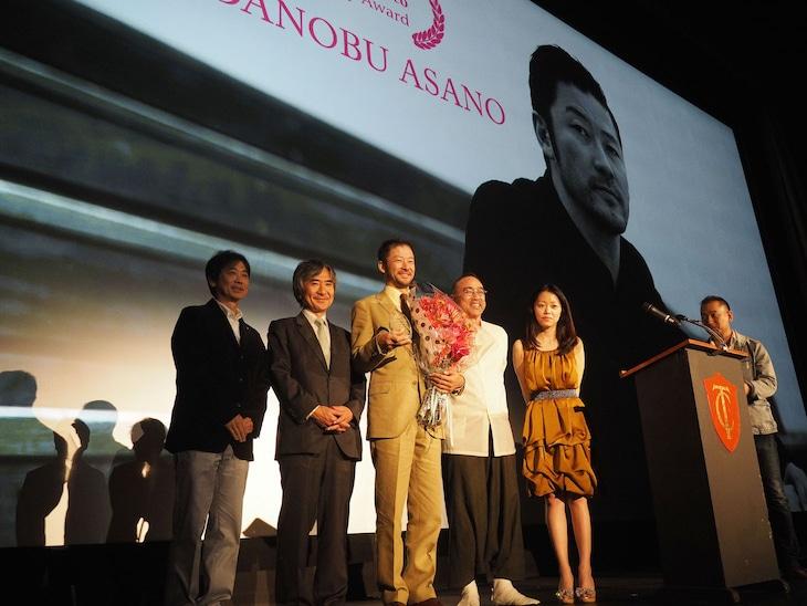 8月7日に開催された、サンフランシスコ日本映画祭2015オープニングナイト内の名誉賞授賞式の様子。(c)Kumi Yamauchi