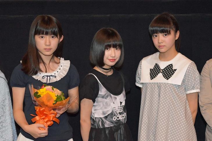 左から蒼波純、吉田凜音、中山莉子。