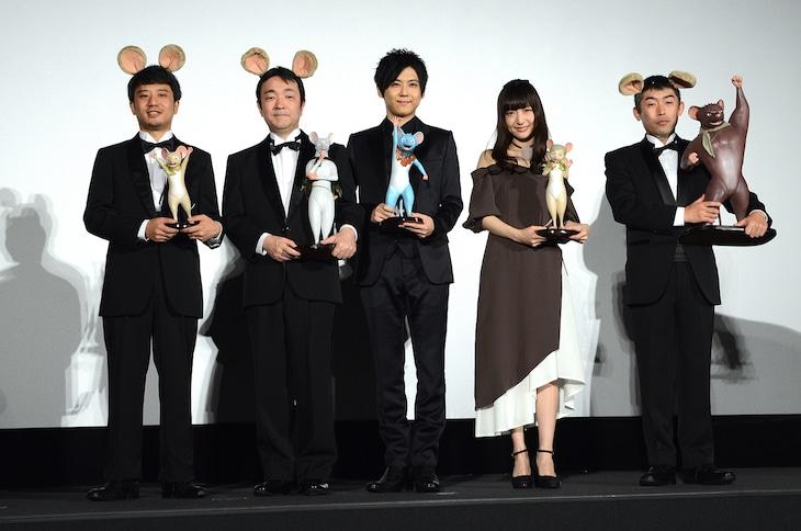 「GAMBA ガンバと仲間たち」完成披露舞台挨拶の様子。左から小森啓裕、小川洋一、梶裕貴、神田沙也加、河村友宏。