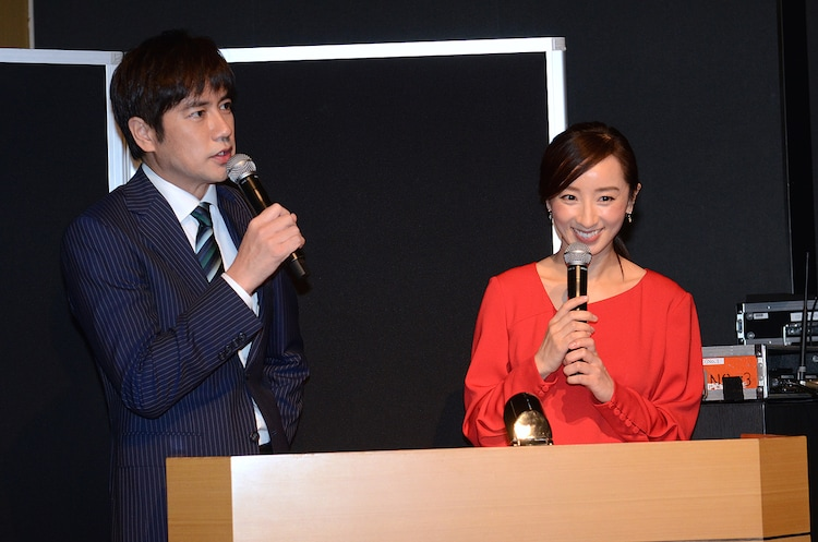 司会を務めた羽鳥慎一(左)、西尾由佳理(右)。