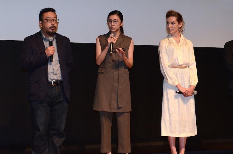 第28回東京国際映画祭ラインナップ発表会の様子。左から中村義洋、竹内結子、ブライアリー・ロング。