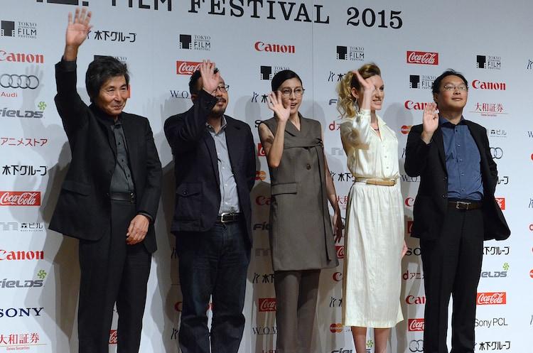 第28回東京国際映画祭ラインナップ発表会の様子。左から小栗康平、中村義洋、竹内結子、ブライアリー・ロング、深田晃司。
