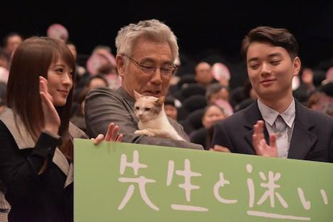 「先生と迷い猫」初日舞台挨拶の様子。