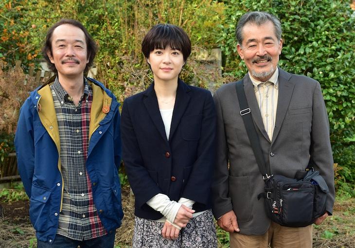 左から伊藤さん役のリリー・フランキー、彩役の上野樹里、彩の父親役の藤竜也。(c)2015「お父さんと伊藤さん」製作委員会