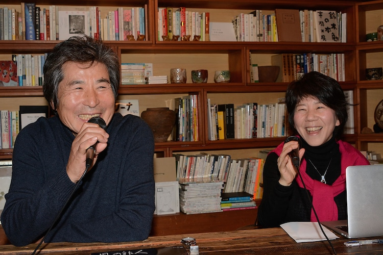 「映画『FOUJITA』の作られ方」の様子。左から小栗康平、田口ランディ。