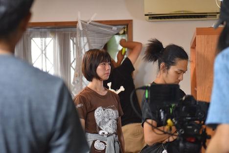 加藤綾佳(中央)