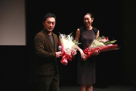 左から中泉裕矢、熊澤枝里子。(c)2015 埼玉県/SKIPシティ 彩の国ビジュアルプラザ