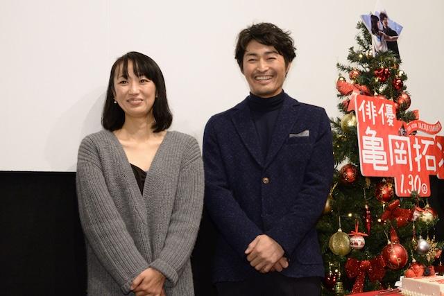 左から横浜聡子、安田顕。