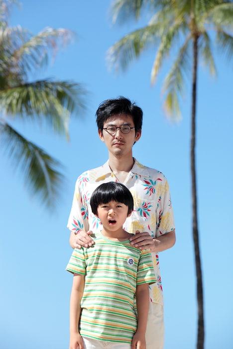 おじさん役の松田龍平と雪男役の大西利空。