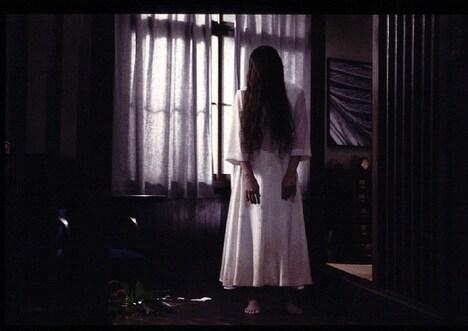 「リング」より、貞子。(c)1998「リング」「らせん」製作委員会