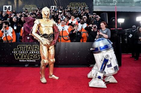 左からC-3PO、R2-D2。