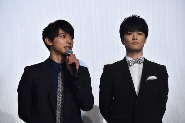 左から吉沢亮、入江甚儀。