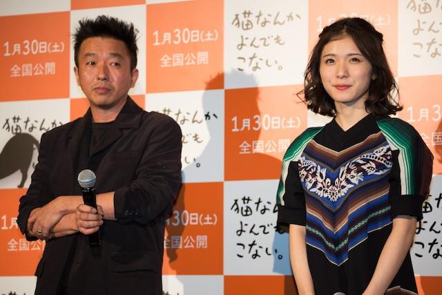 左から山本透、松岡茉優。
