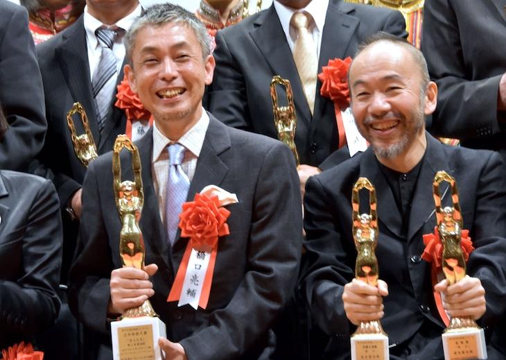 第70回毎日映画コンクール表彰式の様子。左から橋口亮輔、塚本晋也。