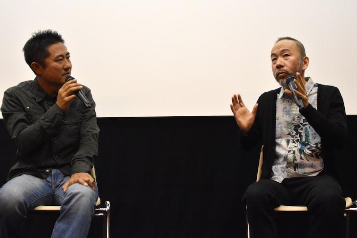 「野火」トークイベントの様子。左から想田和弘、塚本晋也。