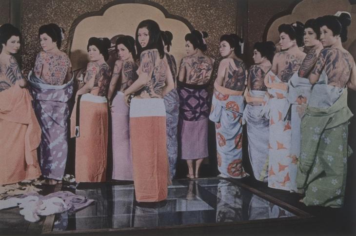 「徳川いれずみ師 責め地獄」 (c)東映